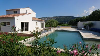 Photo for Rental villa near the Dentelles de Montmirail