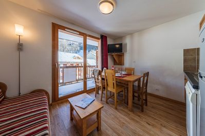 Warm up in the cozy living space with your loved ones after an exciting day on the slopes