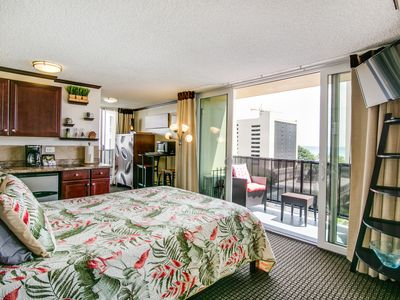 Photo for +HOT LISTING+ 10th Floor Beauty overlooking the luscious Pool & Spa Area