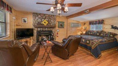 "Photo for Upper Canyon Inn & Cabins - ""Cabin 14"" - Romantic Whirlpool Cabin- Fireplace & Kitchenette"