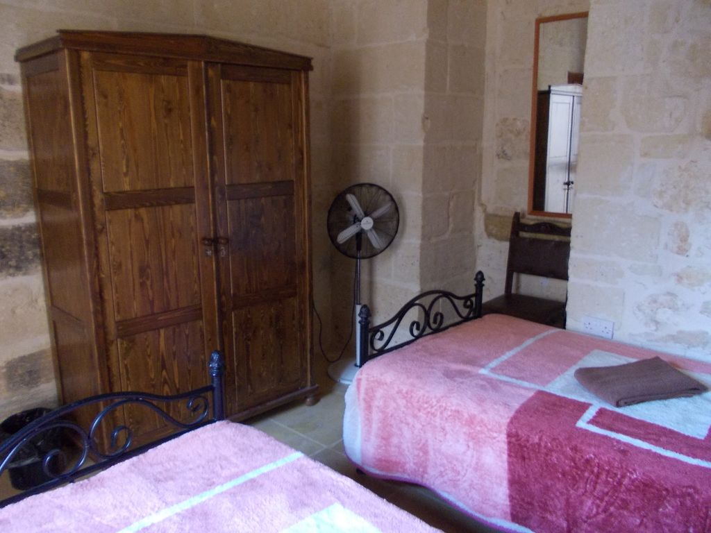 b & b Double room in villa with pool independent entrance and use kitchen and BB Photo 1