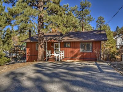 A Knight to Remember: Close to the Village! BBQ! Cable TV! Open Floor Plan! Deck!