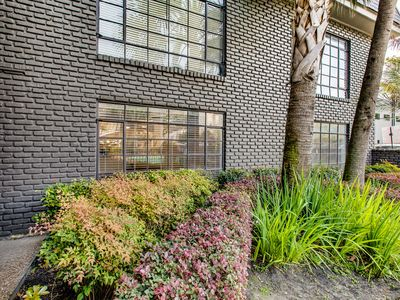 Photo for Furnished 2 Br, 1Ba: short drive to Texas Medical, walkable to Whole Foods