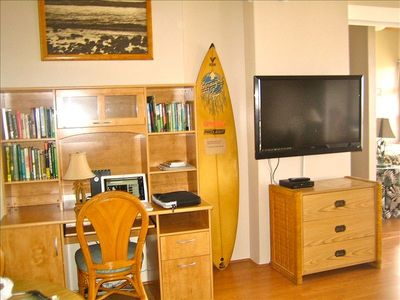Computer desk and 47' TV