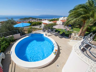 Photo for This 5-bedroom villa for up to 11 guests is located in Makarska and has a private swimming pool, air