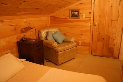 Wolfcreek Cabin Upstairs Bedroom (King size bed)