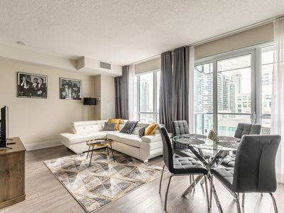 Photo for Simply Comfort. 1bd Premier Condo 300front Str W