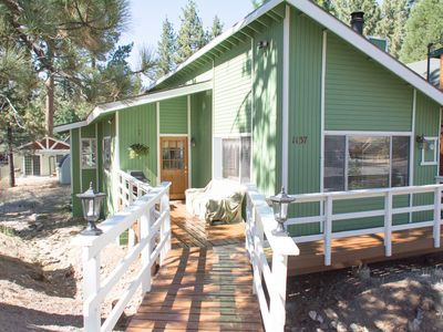 Beautiful sunny Chalet over seasonal creek. Great for morning coffee or BBQ