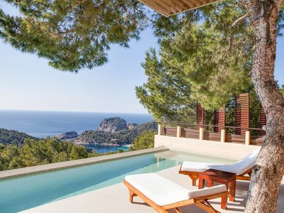Photo for Charming Villa with Infinity-Pool, Wi-Fi, Terrace and Private Parking-lot