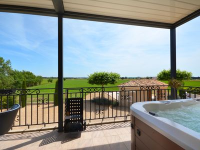 Photo for Beautiful Provencal villa in the Camargue with pool, jacuzzi and a beautiful view