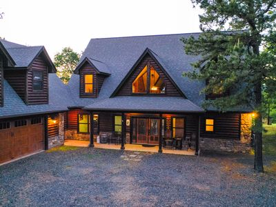 Gated Hilltop Luxury Lodge on 30 acres, offers unparalled privacy