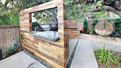 Cool Newly Remodeled Near Coronado, NEW Jacuzzi, Fire Pit, BBQ, Walk to Downtown!