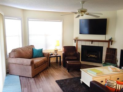 Photo for Ground Floor, 2 BR near restaurants, beach, Pier Village