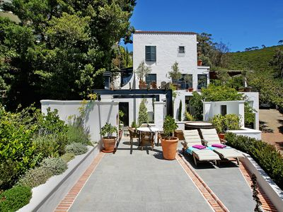 Photo for Chic Views – a luxurious 1 bedroom studio with spectacular views in Tamboerskloof, Cape Town