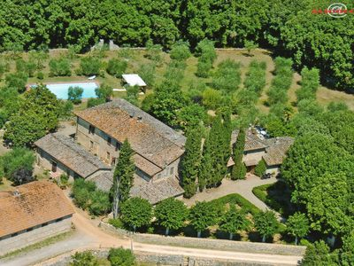Photo for Exclusive villa with dependance. Park and swimming pool. 10 Km from Siena.