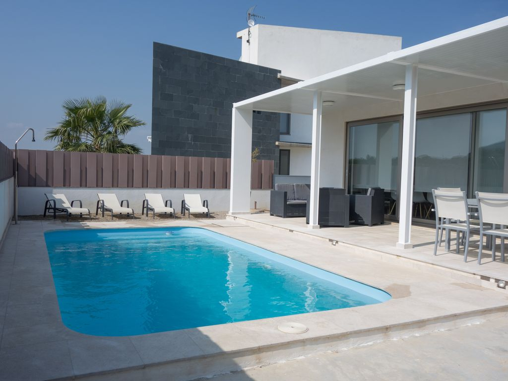 Design haus mit privatem pool am strand fewo direkt for Kapfer pool design mallorca
