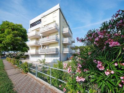 Photo for Apartment Residenza Sette Mari (LIG750) in Lignano Pineta - 6 persons, 2 bedrooms