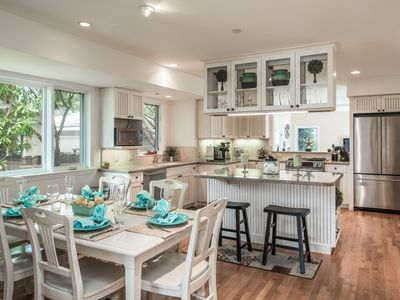 5 MINUTE STROLL TO OCEAN BEACH THIS UPSCALE RETREAT PERFECT FOR FAMILIES/FRIENDS