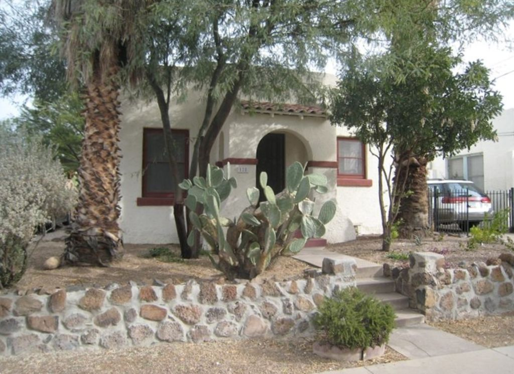 Historic Cottage (Downtown, UofA). $1000/month June, July, August!