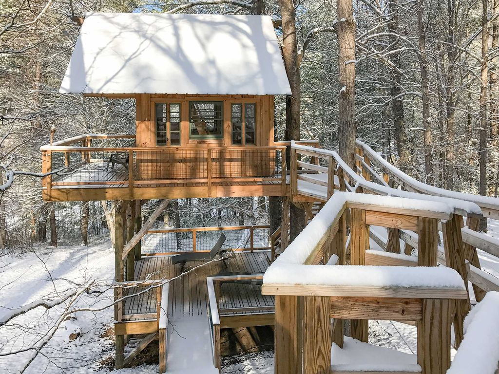 3br asheville area cabin on 24 acre pokewood farm for Asheville area cabin rentals