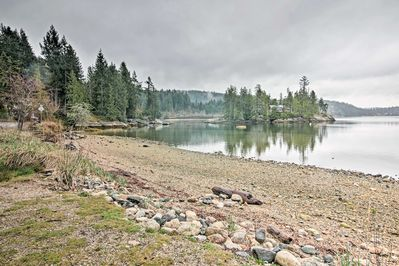 Walk just 2 minutes for waterfront recreation on the Sechelt Inlet.
