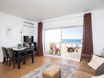 Photo for Ocean view - 150 m beach - redone 4 to 6 people in Praia da Rocha 95 M2