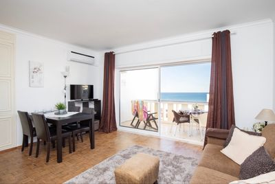 dining room with sea view, terrace to live