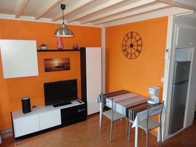 Photo for Air-conditioned apartment near sea and shops.