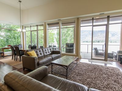 Waterfront Penthouse: Large Patio, Outdoor Pool & Hot Tub & Private Beach