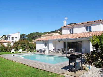Photo for Vacation home in Carqueiranne, Côte d'Azur - 6 persons, 3 bedrooms