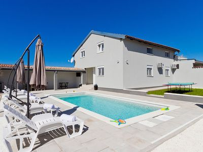 Photo for Nice apartment for 6 guests with A/C, private pool, WIFI, TV, pets allowed and parking