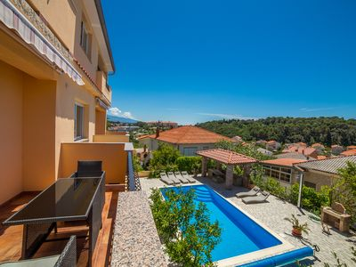 Photo for Nice and fresh two with sea views, large balcony and pool access.