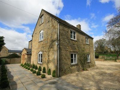 Photo for SOUTH HILL FARMHOUSE, pet friendly in Stow-On-The-Wold, Ref 988753