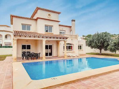 Photo for Open plan villa with free Wi-Fi, BBQ and large private pool.