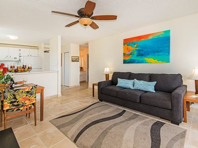 Nicely Refreshed End Unit, Royal Kuhio Condo Full Kitchen and Free Parking