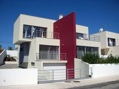Photo for Spacious Modern Villa with Pool in Great Location On Silver Coast