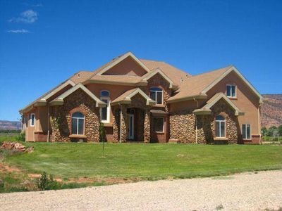 Photo for Up to 12 Guests in Kanab's 2nd Largest Home! 5 Bedrooms 5.5 Baths, Country, View