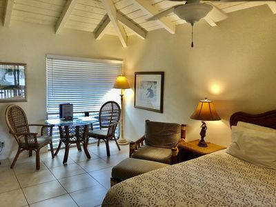 Charming, Top Floor, 1-BDR, W/ RESERVED Parking , AIR CONDITION, WiFi,Pool OPEN!