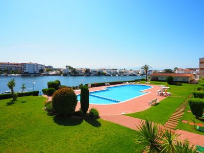 Photo for One bedroom Apartment, sleeps 4 in Empuriabrava with Pool and WiFi
