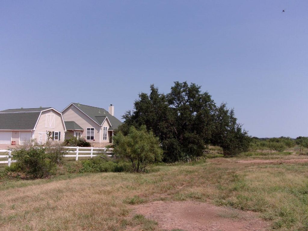 Llano Country home bring your horse and horse trailer! River and ...