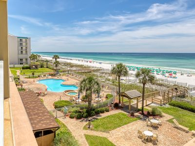 Photo for Lovely Gulf front getaway w/ access to a shared pool, gym, & the beach!