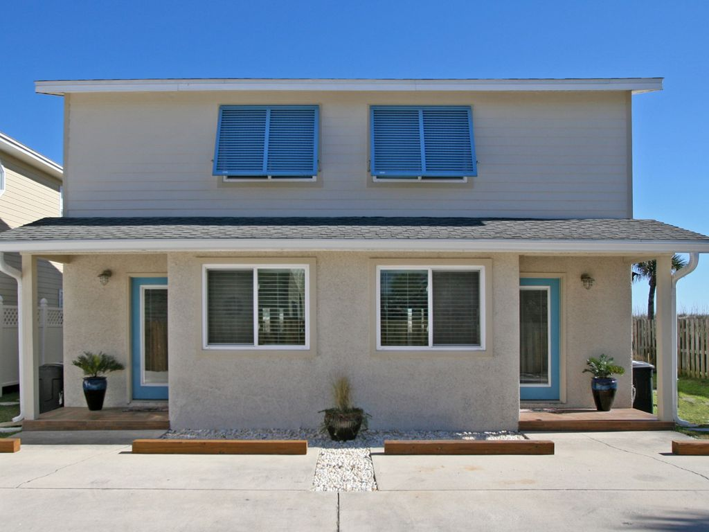 Oceanfront adorable multi family duplex 4 bedrooms great for Multi family beach house rentals