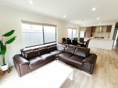 Photo for 舒适Comfortable 4BR 2Bath House in Melbourne