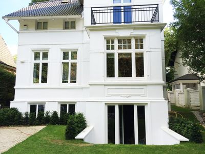 Photo for Magnificent apartment in the Gründerzeit-Villa in the Alstertal