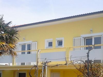 Photo for Three bedroom apartment with terrace and sea view Lun (Pag)