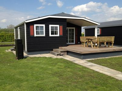 Photo for Attractive chalet by the water, in a holiday park in the centre of Giethoorn