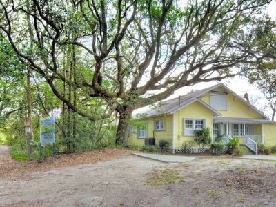 Photo for 5 Bedroom Home just steps to the beach!!
