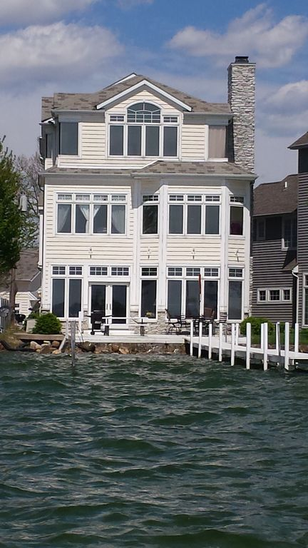 Large lakefront 5 bdrm 5 bath elevator vrbo for House plans with elevators waterfront