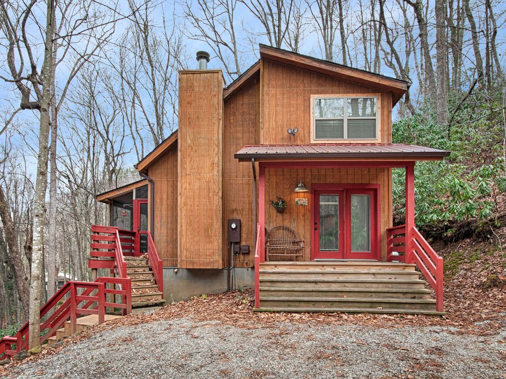 Fernbrook Treehouse Cozy, Clean, Hot Tub, WiFi, Central Heat and Air ...
