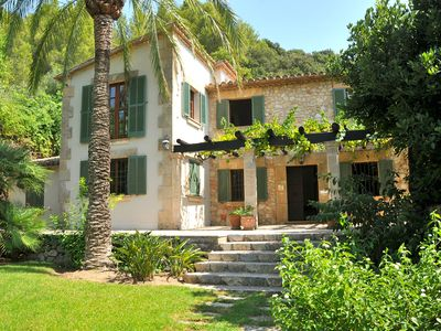 Photo for Local Close, charming house, very quiet area with a beautiful garden and pool